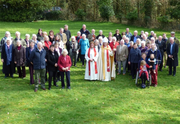 Parishoners meet Bishop Sarah (Group)